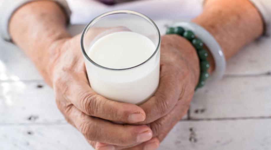 ¿Cuánta leche deberías tomar según tu edad?